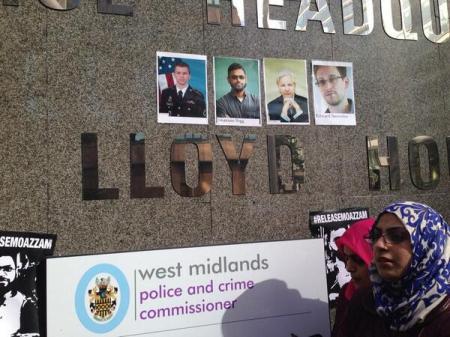 Manning Assange Snowden Moazzam at WM Pol HQ #ReleaseMoazzam 1st Mar