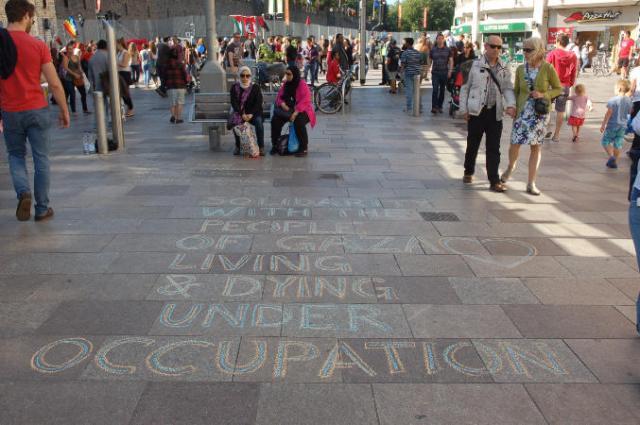 05 solidarity with gaza chalking sm