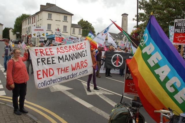 06 free assange banner