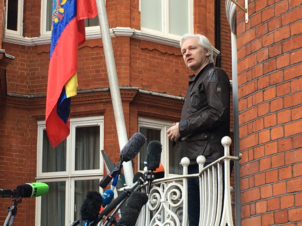 Butlincat 39 s blog victory in sweden assange balcony for Julian balcony